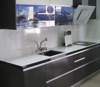 Cocina con uñero aluminio vista lateral